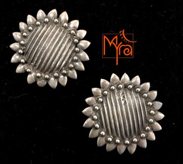 MYRA's Pure Silver Ear Tops 2
