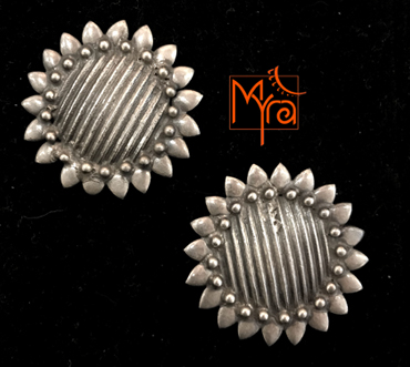 MYRA's Pure Silver Ear Tops 2